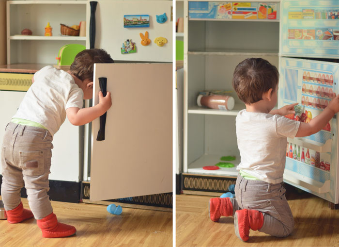 play kitchen: toddler play